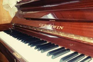 ピアノ登場